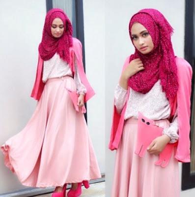 menjadi salah satu busana fashion yang popular di kalangan anak muda untuk sanggup tampil g 40+ Contoh Baju Muslim Remaja Putri Terbaru 2018: Modern Trendy