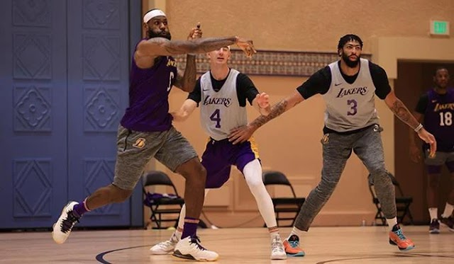 Los Lakers buscan como entretenerse ante espera