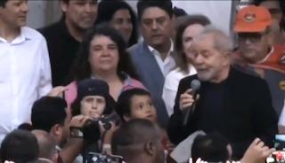 Lula livre fala para militância que não o abandonou em mais de 500 dias de prisão