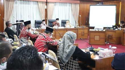 Rapat pembahasan kondisi TPA regional Payakumbuh