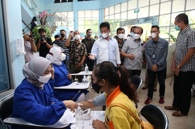 Vaksinasi Bagi Pekerja Industri untuk Mendukung Jalannya Industri dan Investasi