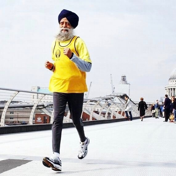 15 Pictures That Prove How Incredibly Powerful The Human Soul Can Be - 100-year-old Fauja Singh holds the world record as the legendary – British Sikh centenarian marathon runner.