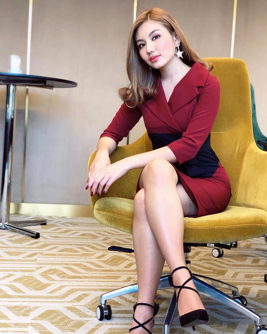 model seksi cantik asal Myanmar Thet Mon Myint
