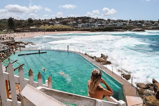 Swimming pool between the sea, the most unique experience in Australia