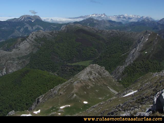 Ruta Les Rapaines, Lago Ubales, Cascayón: Vista desde el collado Agujas