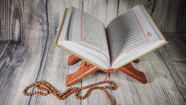 Adab dan Tata Cara Membaca Alqur'an