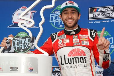 Chase Elliott Wins Rain-Shortened Echopark Automotive Texas Grand Prix