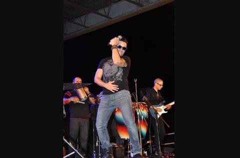 Elvis Crespo Bailando al Ritmo de Harlem Shake