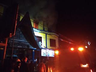 BREAKING NEWS: Kantor Pajak Pratama Balige Terbakar