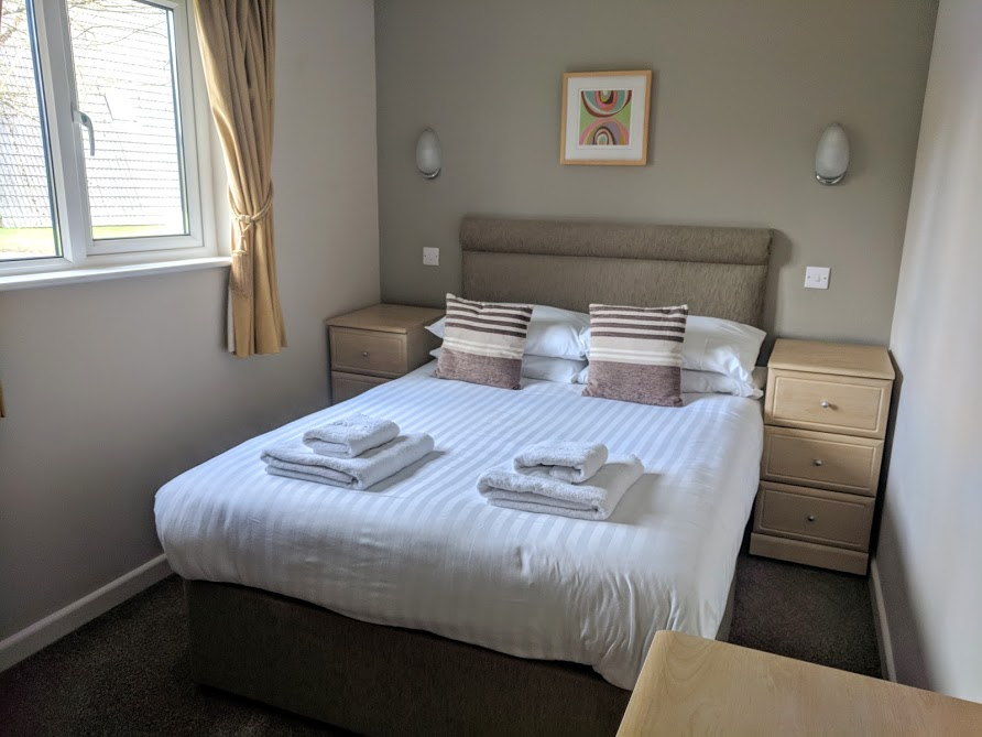 Waterside Cornwall Review | Self-Catering Lodges Near The Eden Project - 3 bed lodge double bedroom