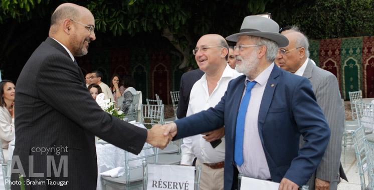 Musulmans et Juif autour du ftour au Maroc.