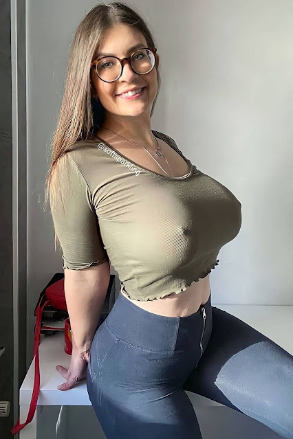 Busty babe drives you HORNY with her braless pokies! 5
