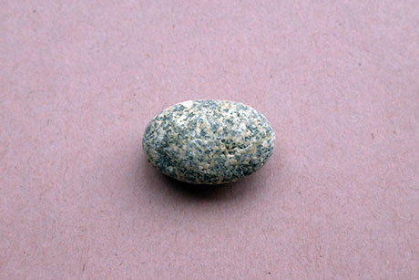 Grey and White Mottled Pebble © Graeme Walker / The Pebble Museum 2019