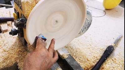 تنعيم وتسوية السطح أثناء الخرط بواسطة ورق الصنفرة