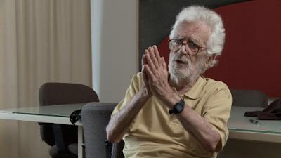 """Eduardo Coutinho fala sobre as técnicas que utiliza na produção de seus filmes, em """"O Método"""""""