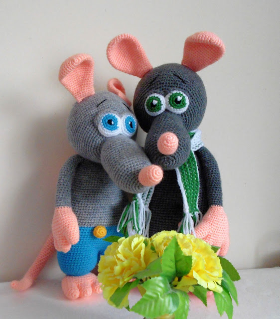 -crochet -amigurumi  -rat -boy -grey -handmade -shawl -striped -green -mouse #amigurumi #rat #boy #crochet #crochettoy #animals #handmade #amigurumilove #crochetlove