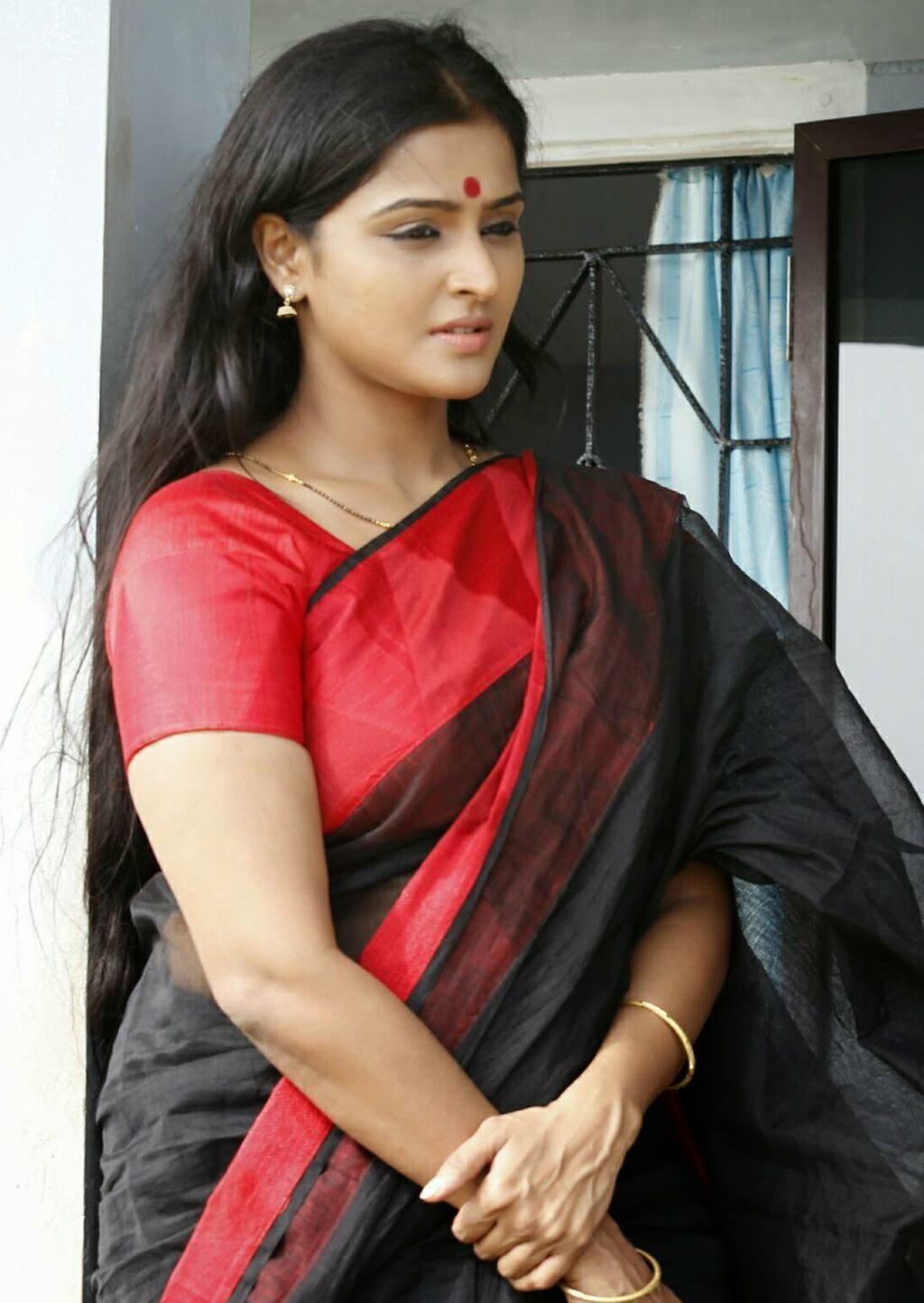Malayalam Actress Ramya Nambeesan Long Hair In Black Saree