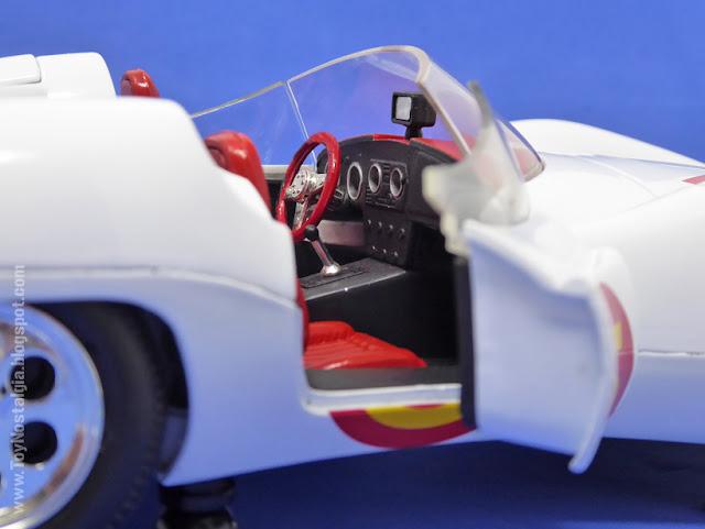 MACH 5 - SPEED RACER - American Muscle - 2003  Interior del habitáculo con las puertas abiertas