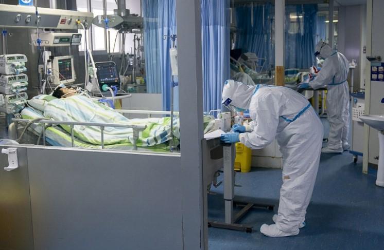Sube a 56 cifra de muertos por nuevo virus en China
