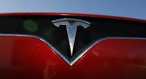 """ECONOMIE : """" Une chute historique """" Tesla s'écroule et perd 82 milliards de dollars en une seule journée"""