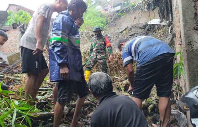 Selain Diterjang Banjir, Semarang Juga Dilanda Longsor