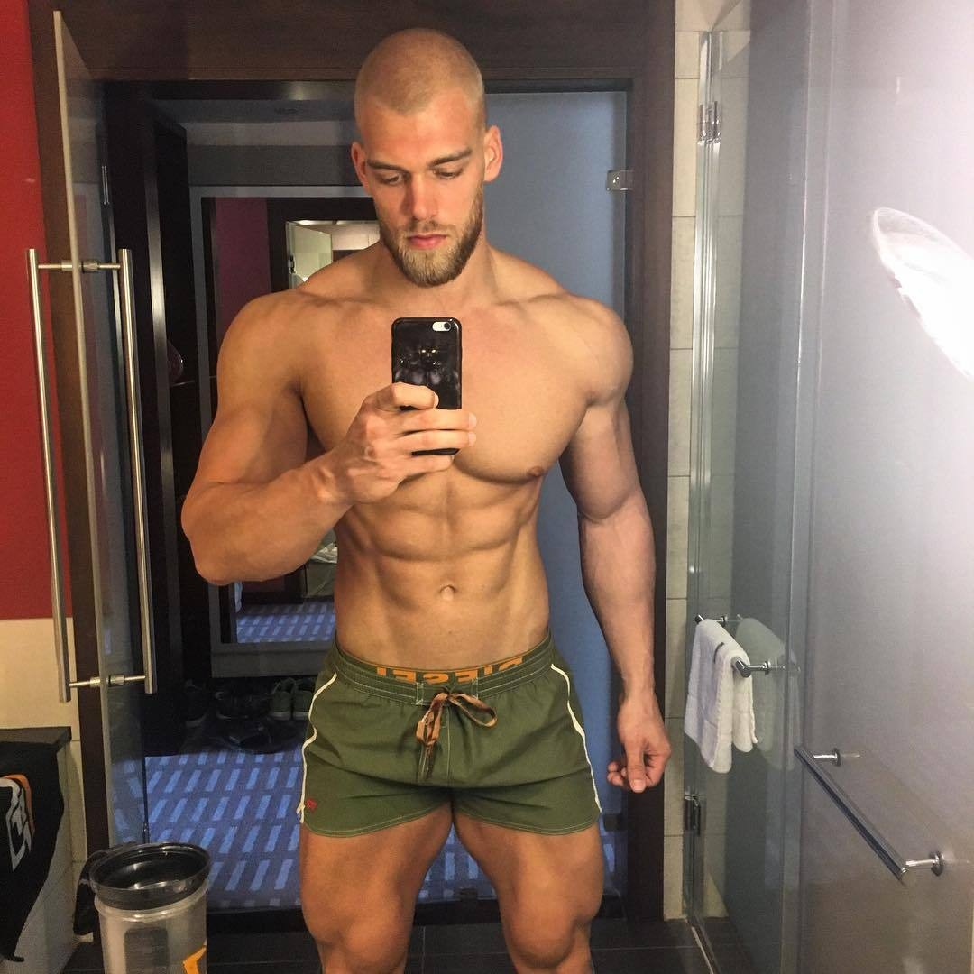 sexy-bro-takin-shirtless-selfie