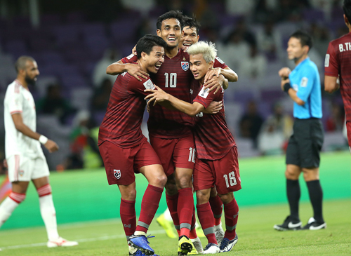Vượt qua vòng bảng, ĐT Thái Lan mỏi tay đếm tiền