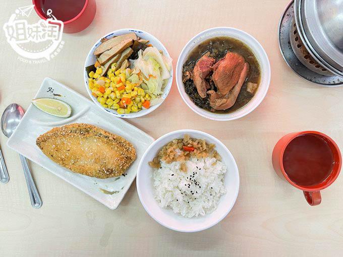 鹽埕必吃老店小西門燉肉飯-免費柴魚湯外加古早味菜圃,經典的味道