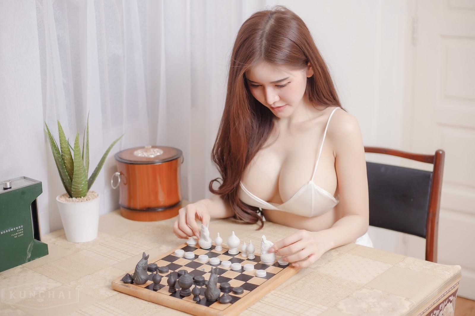 Blue Jirarat Có chơi cờ,xếp hình với em không