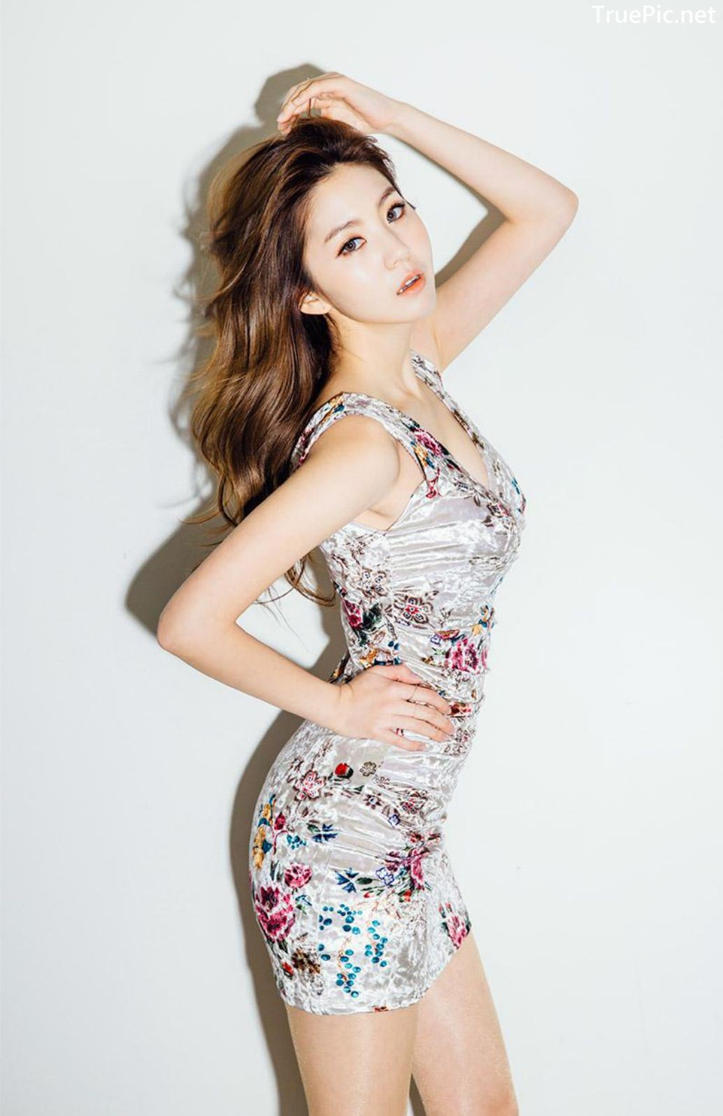 Image-Korean-Fashion-Model-Lee-Chae-Eun-Ready-For-The-Party-Evening-Wear-TruePic.net- Picture-1