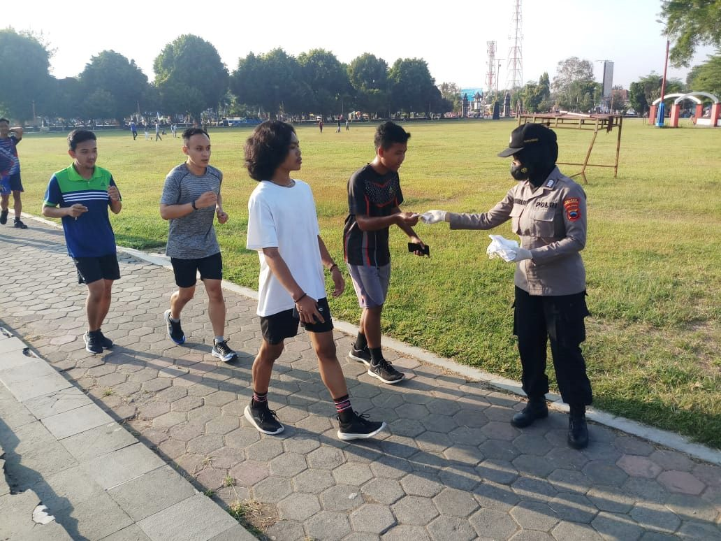 Meriahkan Hari Jadi-73, Polwan Polres Kebumen Imbau Warga untuk Prokes