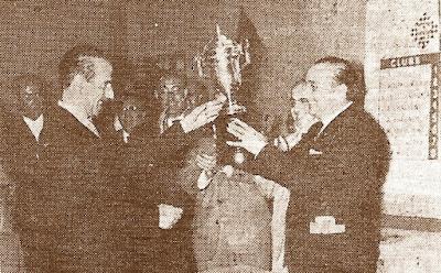 Entrega del trofeo de campeones del IV Campeonato de España de ajedrez por equipos 1960