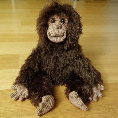 Вязаная игрушка обезьяна