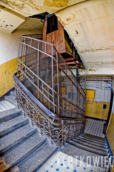 Kalisz: przedwojenna winda w kamienicy