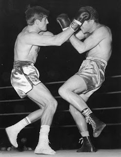 Sandro Mazzinghi (right) in the ring with Nino Benvenuti in the 1964 title fight in Milan