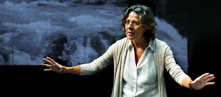 Mujer no reeducable de Stefano Massini [Teatro Español]