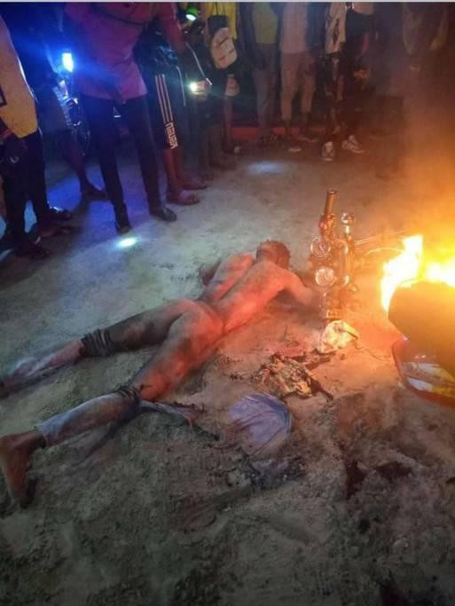 Suspected phone and robber armed with toy Gun and  killed, set ablaze in Deltak