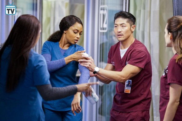 "NUP 184938 0442 595 Spoiler%2BTV%2BTransparent - Chicago Med (S04E10) ""All The Lonely People"""