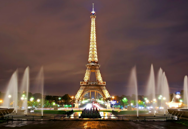 1. Menara Eiffel