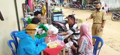 Para Pedagang Pasar Rajabasa Lama Lampung Timur Jalani Rapid Test Covid-19