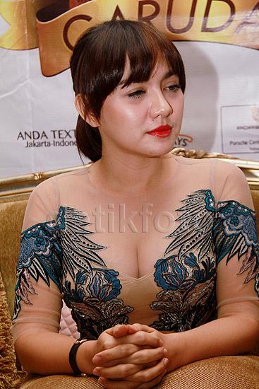 Foto Hot Terbaru Vicky Shu Gaun Transparan