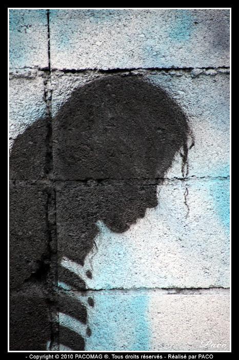 Plan raproché du street art Michael Jackson de la ville de Sedan