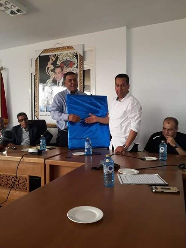 تكريم قائد مركز الدرك الملكي السابق من طرف جماعة سيدي رحال الشاطئ