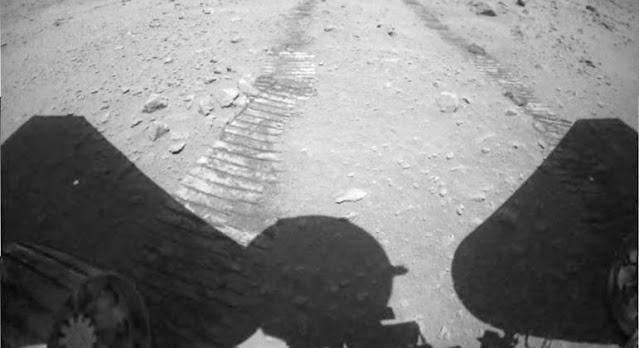 China divulga vídeos do robô que está explorando Marte
