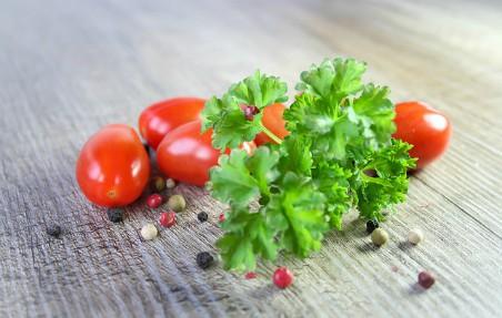Perejil y tomates