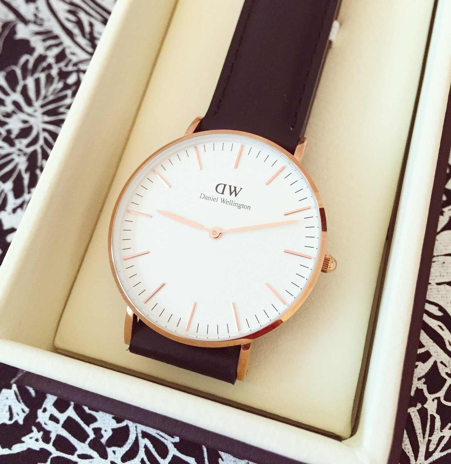 Molto Daniel Wellington Watch and Love Heart Charm | Electric Sunrise  GO96