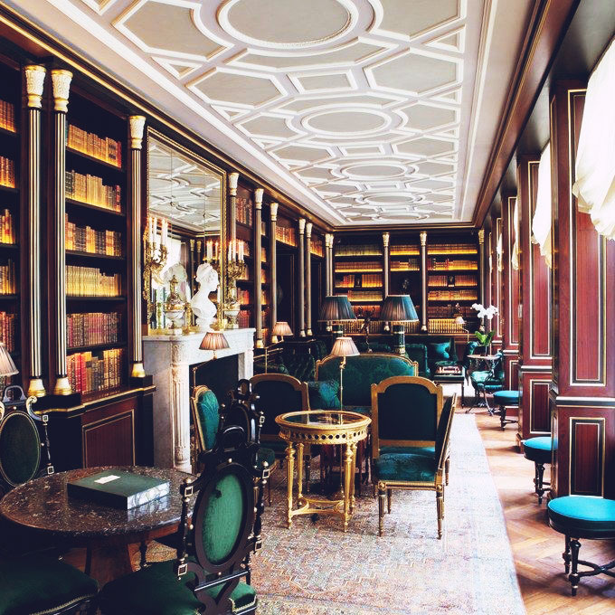 Travel Guide | Places: La Réserve Hotel, Paris