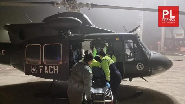 Transportan en helicóptero