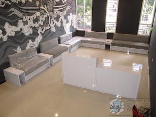 Meja Kasir Dan Sofa Untuk Toko Vape