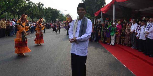 Presiden Jokowi Pakai Beskap Sunda di Karnaval Pesona Parahyangan
